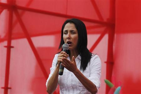 Peru's first lady Nadine Heredia speaks during a dengue prevention campaign in Lima, January 16, 2013. REUTERS/Mariana Bazo