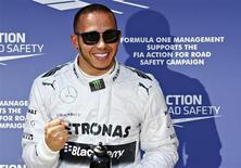 Hamilton conquistou a pole position do Grande Prêmio da Alemanha em um sábado confuso para a Mercedes, cujo erro de julgamento deixou Nico Rosberg, vencedor em Silverstone na semana passada, na 11ª posição no grid da prova em sua terra natal. 06/04/2013 REUTERS/Wolfgang Rattay