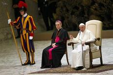 "Pope Francis speaks as he leads a meeting celebrating the ""Year of the faith"" in Paul VI's hall at the Vatican July 6, 2013. REUTERS/Tony Gentile (VATICAN - Tags: RELIGION) - RTX11EQ2"