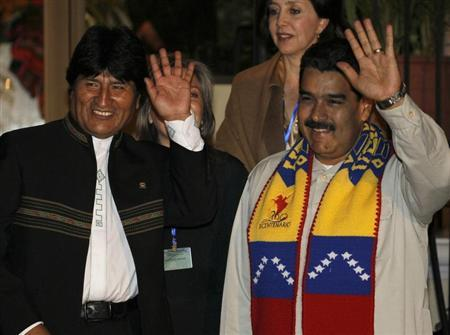 Bolivia's President Evo Morales (L) and his Venezuelan counterpart Nicolas Maduro wave during a meeting in Cochabamba, July 4, 2013. REUTERS/David Mercado