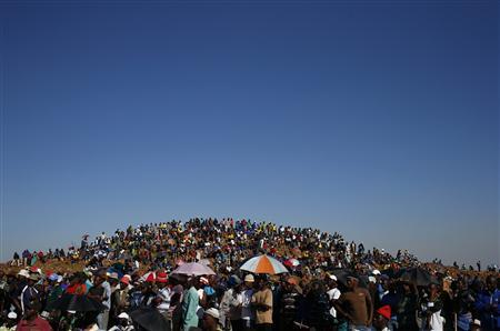 Striking miners evicted from company housing at a gold mine occupy a hill near the mine in Carltonville, west of Johannesburg, in this October 2, 2012 file picture. REUTERS/Mike Hutchings/Files