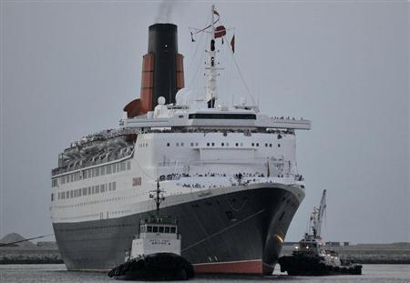 The Queen Elizabeth 2 reaches the end of her journey as she makes her way into Port Rashid in Dubai November 26, 2008. REUTERS/Jumana El Heloueh