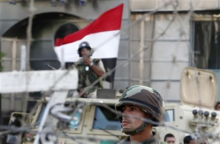 Security personnel watch over supporters of former Egyptian President Mohamed Mursi during clashes outside the Republican Guard building in Cairo July 6, 2013. REUTERS/Louafi Larbi