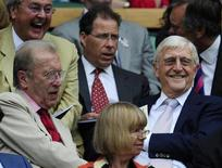 (L-R) British journalist David Frost; Viscount Linley and interviewer Michael Parkinson sit on Centre Court for the semi-final match between Tommy Haas of Germany and Roger Federer of Switzerland at the Wimbledon tennis championships in London, July 3, 2009. REUTERS/Toby Melville