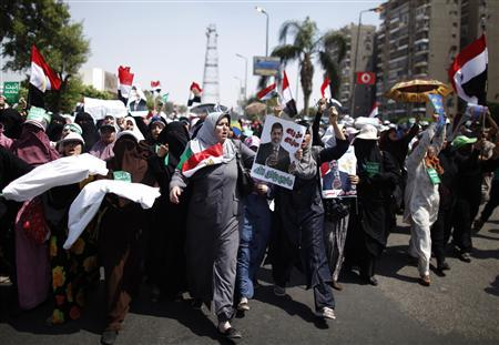 Supporters of deposed Egyptian President Mohamed Mursi march from Raba El-Adwyia square to the Republican Guards headquarters where they believe he is being held by the army, in Cairo July 7, 2013. REUTERS/Khaled Abdullah