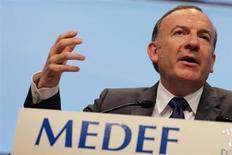 """Le nouveau président du Medef Pierre Gattaz s'est dit hostile dimanche à la fiscalité écologique, estimant que la France était déjà """"submergée"""" par les taxes. """"On a fait le calcul, 0,1 point d'augmentation de cotisations sociales, ça crée 10.000 chômeurs à 5 ou 7 ans."""" /Photo prise le 3 juillet 2013/REUTERS/Philippe Wojazer"""