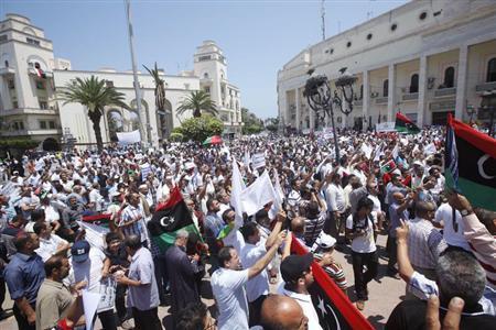 -*'^'~*محتجون ليبيون يطالبون الميليشيات المسلحة*~'^'~*- ?m=02&d=20130707