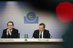 European Central Bank (ECB) President Mario Draghi (R) and Vice President Vitor Constancio address the monthly ECB news conference in Frankfurt July 4, 2013.REUTERS/Ralph Orlowski