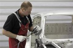 La production industrielle allemande a baissé de 1% en mai en Allemagne, un recul deux fois plus marqué qu'attendu et le plus important enregistré depuis octobre. /Photo prise le 3 juillet 2013/REUTERS/Michaela Rehle