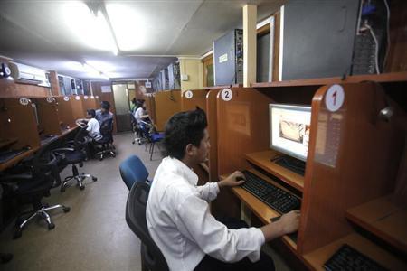 A man looks at an online video portal at an internet cafe in Yangon September 16, 2011. REUTERS/Soe Zeya Tun