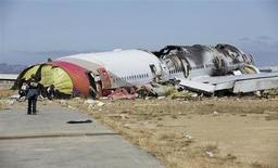Foto do comitê de segurança nos transportes dos EUA msotra os destroços do avião da Asiana Airlines que caiu no Aeroporto Internacional de São Francisco, na Califórnia. 7/07/2013. REUTERS/NTSB/Handout