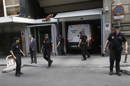 A police van believed to be carrying Luis Barcenas, former treasurer for the ruling People's Party, leaves the High Court in Madrid, June 27, 2013. REUTERS/Juan Medina