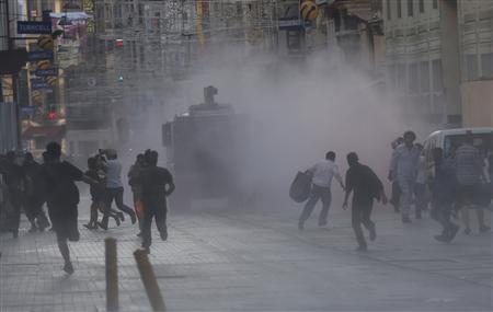 Riot police use a water cannon to disperse protesters in central Istanbul July 8, 2013. REUTERS/Murad Sezer