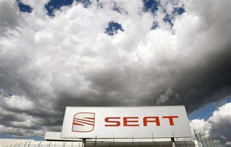 Volkswagen's Spanish car maker Seat factory is pictured in Martorell, near Barcelona, October 3, 2008. REUTERS/Albert Gea