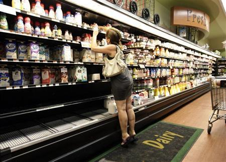 A woman searches through shelves in a grocery store in Brooklyn, New York August 27, 2011. REUTERS/Brendan McDermid