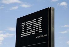 """IBM à suivre sur les marchés américains. Goldman Sachs a abaissé sa recommandation sur le groupe informatique d'""""achat"""" à """"neutre"""", selon le site theflyonthewall.com. /Photo d'archives/REUTERS/Rick Wilking"""