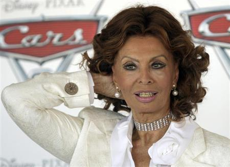 Italian actress Sophia Loren poses during a photo call for the movie ''Cars 2 (3D)'' in Rome in this June 15, 2011 file photo. REUTERS/Remo Casilli