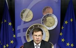Conférence de presse à Bruxelles du Premier ministre letton Valdis Dombrovskis. Les ministres des Finances de l'Union européenne ont donné mardi leur feu vert à l'adoption par la Lettonie de l'euro au 1er janvier 2014. Le taux de change a été fixé à 0,702804 lats pour un euro. /Photo prise le 9 juillet 2013/REUTERS/François Lenoir