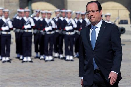 French President Francois Hollande attends a ceremony to pay tribute to late former Olympic champion Alain Mimoun in the courtyard of the Invalides in Paris July 8, 2013. REUTERS/Philippe Wojazer