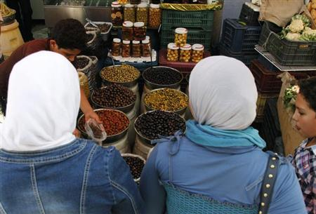 Women buy olives at the Al-Shaalan market a day before the start of the holy fasting month of Ramadan in Damascus July 9, 2013. REUTERS/Khaled al-Hariri
