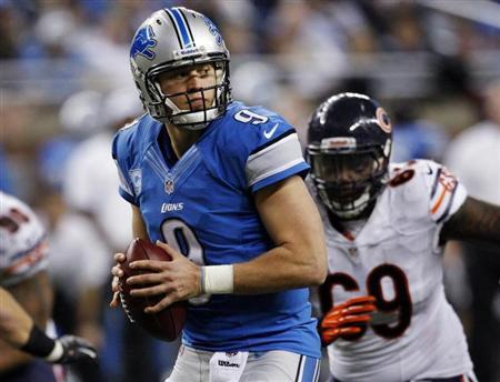 Detroit Lions quarterback Matthew Stafford looks for his receiver while being pressured by the Chicago Bears defense during the second half of their NFL football game in Detroit, Michigan December 30, 2012. REUTERS/Rebecca Cook