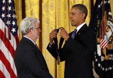 REFILE - ADDITIONAL INFORMATION U.S. President Barack Obama (R) awards the 2012 National Medal of Arts to film producer George Lucas during a ceremony in the East Room of the White House in Washington July 10, 2013. REUTERS/Kevin Lamarque