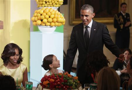 U.S. President Barack Obama and First Lady Michelle Obama (L) host the second annual ''Kids' State Dinner'', to honor the winners of a nationwide recipe challenge to promote healthy lunches, at the White House in Washington July 9, 2013. REUTERS/Yuri Gripas