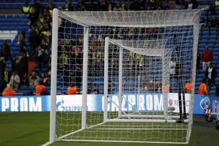 A substitute goal stands along side the match goal before the Champions League semi-final second leg soccer match between Borussia Dortmund and Real Madrid at Santiago Bernabeu stadium in Madrid April 30, 2013. REUTERS/Ina Fassbender