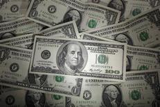 Le budget fédéral américain a dégagé un excédent en juin de 116,5 milliards de dollars (82,2 milliards d'euros), confirmant l'amélioration rapide des finances publiques de la première économie mondiale. /Photo d'archives/REUTERS/Kacper Pempel