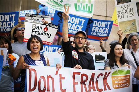 Filmmaker Josh Fox (C) joins a protest against fracking in California, in Los Angeles in this May 30, 2013 file photo. REUTERS/Lucy Nicholson/Files