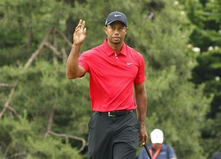Tiger Woods of the U.S. reacts after putting on the first green during the final round of the 2013 U.S. Open golf championship at the Merion Golf Club in Ardmore, Pennsylvania, June 16, 2013. REUTERS/Adam Hunger