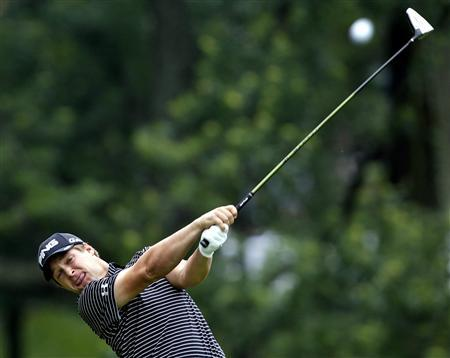 Daniel Summerhays of the U.S. hits his tee shot on the 18th hole during the second round of the Memorial Tournament at Muirfield Village Golf Club in Dublin, Ohio, June 1, 2012. REUTERS/Matt Sullivan