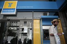 A man leaves an ATM of a Hellenic Post bank branch in Athens July 12, 2013. REUTERS/Yorgos Karahalis