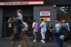 People wait to enter a government job centre in Madrid July 2, 2013. REUTERS/Susana Vera