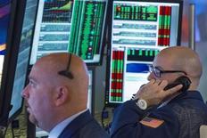 """Avec la """"saison"""" des résultats qui va battre son plein à partir de la semaine prochaine, les professionnels de Wall Street vont à présent éprouver les fondamentaux du marché au travers des comptes des sociétés. /Photo prise le 11 juillet 2013/REUTERS/Lucas Jackson"""