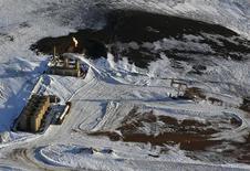 Станок-качалка на месторождении в Северной Дакоте 12 марта 2013 года. Цены на нефть Brent держатся около $109 за баррель после публикации ВВП Китая, совпавшего с прогнозами. REUTERS/Shannon Stapleton