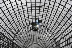 La croissance du produit intérieur brut chinois a de nouveau marqué le pas au deuxième trimestre, passant de 7,7 à 7,5% en valeur annuelle. Les nouveaux dirigeants chinois, le président Xi Jinping et le premier ministre Li Keqiang, souhaitent tourner la page de la croissance tous azimuts des trois dernières décennies pour recentrer l'économie sur la demande intérieure. /Photo prise le 15 juillet 2013/REUTERS