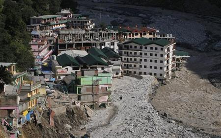 Buildings destroyed during floods are seen next to the Alaknanda river in Govindghat in the Himalayan state of Uttarakhand June 22, 2013. REUTERS/Danish Siddiqui