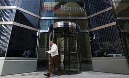 """Fitch Ratings a abaissé lundi de """"AAA"""" à """"AA+"""" sa note de crédit accordée au Fonds européen de stabilité financière (FESF), à la suite de sa dégradation vendredi de la note de la France. /Photo prise le 6 février 2013/REUTERS/Brendan McDermid"""