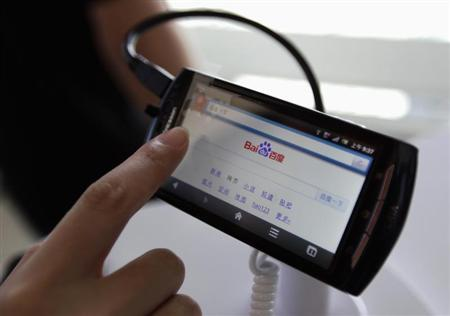 A user loads Baidu's homepage on a mobile phone during the Baidu 2011 technology innovation conference in Beijing, September 2, 2011. REUTERS/Jason Lee/Files