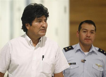 Bolivian President Evo Morales (L) is accompanied by his aide-de-camp at the Vienna International Airport in Schwechat July 3, 2013 file photo. REUTERS/Heinz-Peter Bader
