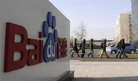 Employees walk past the logo of Baidu outside its headquarters in Beijing, December 15, 2010. REUTERS/Soo Hoo Zheyan/Files