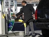 Les prix à la consommation aux Etats-Unis ont augmenté de 0,5% en juin, leur plus importante avancée depuis février, en raison d'une nette hausse du coût de l'essence. /Photo d'archives/REUTERS/Shannon Stapleton