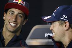 Pilotos de Fórmula 1 Sebatian Vettel e Daniel Ricciardo participam de coletiva de imprensa antes do Grande Prêmio da Alemanha, em Nuerburgring. Ricciardo ficou mais próximo de ser o substituto do compatriota Mark Webber na Red Bull na próxima temporada, depois de a equipe anunciar nesta terça-feira que ele fará um teste com o carro da escuderia nesta semana em Silverstone. 4/07/2013. REUTERS/Wolfgang Rattay