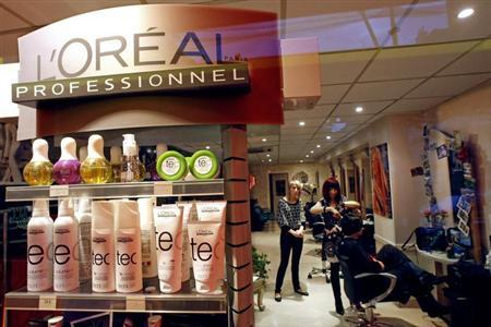 L'Oreal cosmetic and beauty products are seen in a hairdresser shop in Nice, southern France, November 5, 2008. REUTERS/Eric Gaillard