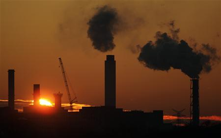 A power plant is pictured during sunset in Berlin January 5, 2009. REUTERS/Hannibal Hanschke