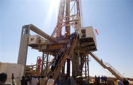 Engineers and visitors explore an exploratory well near Dharoor town, 350 km (217 miles) from the port of Bosasso on the Gulf of Aden in Puntland January 17, 2012. REUTERS/Abdiqani Hassan