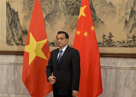 Chinese Premier Li Keqiang prepares to meet the Vietnamese President Truong Tan Sang (not pictured) at the Diaoyutai State Guest House in Beijing June 20, 2013.REUTERS/Mark Ralston/Pool