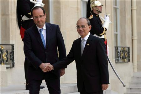 French President Francois Hollande (L) shakes hand with President of Myanmar Thein Sein as he arrives at the Elysee Palace in Paris, July 17, 2013. REUTERS/Philippe Wojazer