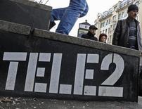 L'opérateur télécoms scandinave Tele2 publie des résultats opérationnels conformes aux attentes pour le deuxième trimestre, dans un marché suédois qui reste porteur, avec un bénéfice avant intérêt, impôts, dépréciations et amortissements (Ebitda) à 1,52 milliard de couronnes suédoises (176 millions d'euros). /Photo prise le 2 avril 2013/REUTERS/Alexander Demianchuk